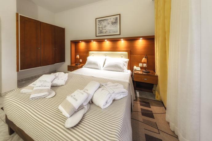 Zante apartments zakynthos zante palace hotel for rent for The balcony hotel zante